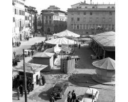 1962 01562 luna park in piazza Pietrapiana