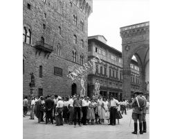 Foto storiche Firenze    turisti in P Signoria