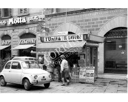 488 - 1968 08603 Fiat 500 edicola Piazza Ottaviani