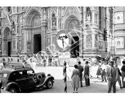 Traffico auto in piazza duomo
