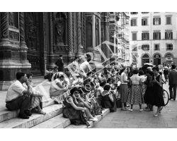Donne turiste in piazza Duomo