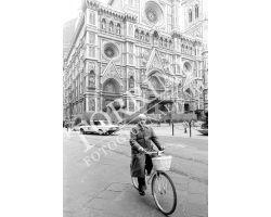 Bartali Gino in bicicletta al duomo