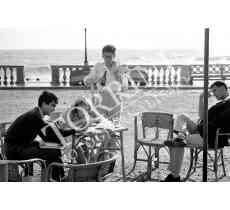 Livorno Ragazzi al mare sulla Terrazza Mascagni a Livorno