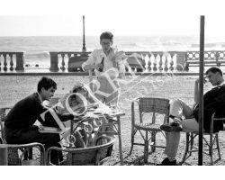 110 Livorno Ragazzi al mare sulla Terrazza Mascagni a Livorno