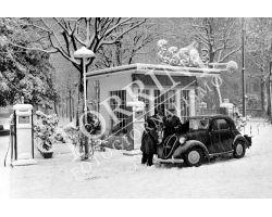 112 Fiat Topolino Distributore benzina in Piazza Ferrucci