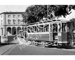 122 Tram e auto in Piazza Libertà