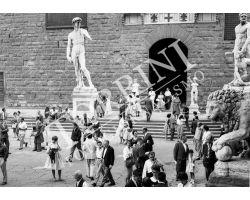 140 Turisti e gente in Piazza Signoria
