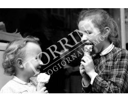 142 Bambine con gelato
