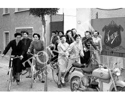 146 Donne lavoro in bicicletta