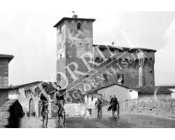 Ragazze in bicicletta a Campi Bisenzio