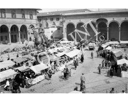192 Mercato in Piazza Santissima Annunziata