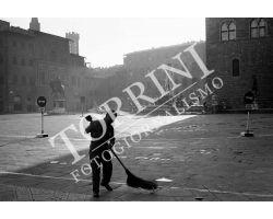 193 Netturbino al lavoro in Piazza Signoria