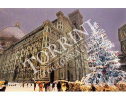 Piazza Duomo con albero di Natale e neve