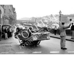 Auto FIAT 1500 incidente Lungarno Acciaiuoli