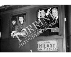 279 1961 viaggiatori alla stazione FS