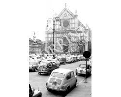 281  Piazza Santa Croce con auto