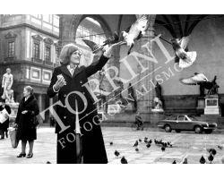 Donna  in Piazza Signoria