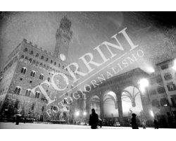 Piazza Signoria notturna con neve