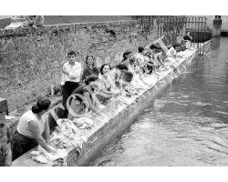 339 Lucca donne al lavoro nei lavatoi