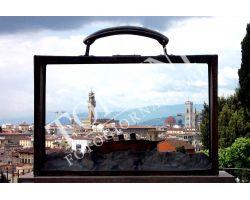 Opera di Folon con veduta al Forte Belvedere