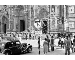 341 Auto in Piazza Duomo