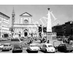 Piazza  Santa Maria Novella con auto